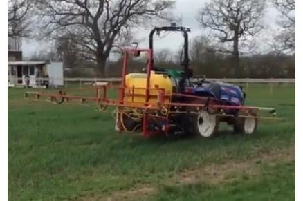 无人驾驶拖拉机喷雾作业,这才是真正的无人驾驶