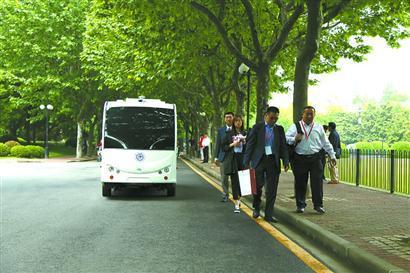 上海交大徐汇校区开通无人驾驶校车 乘客可扫码叫车